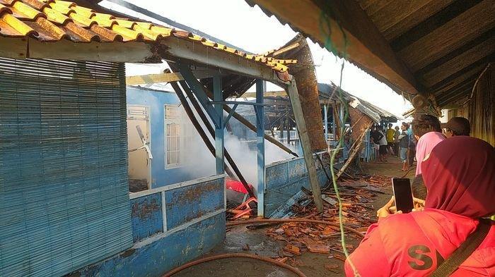 Pagi-pagi Sebuah Rumah Makan dan Penginapan di Kampung Wisata di Palabuhanratu Hangus Terbakar