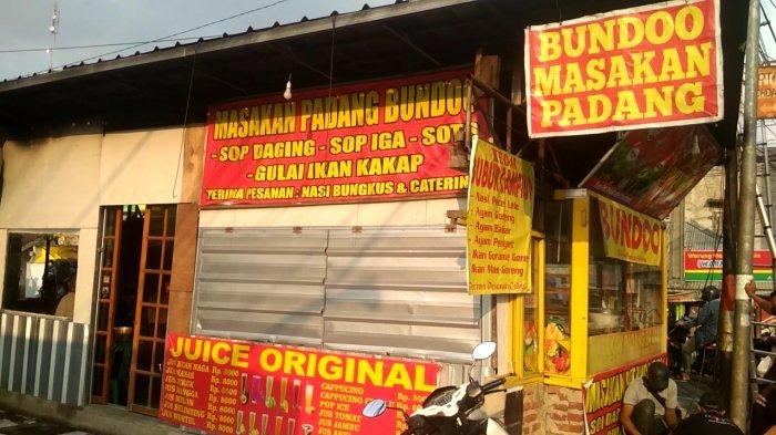 Rumah Makan Padang Bundoo yang terbakar tadi siang di Jalan Cihanjuang, Kota Cimahi.