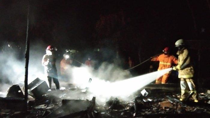 Rumah Milik Seorang Janda di Ciamis Hangus Terbakar Menjelang Tengah Malam