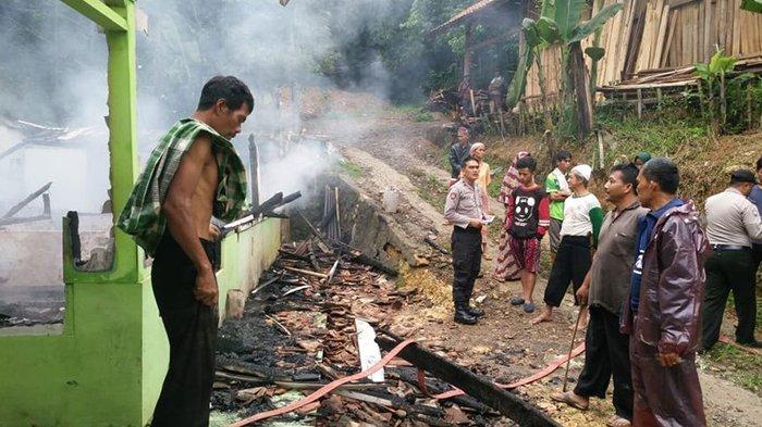 Nasib Apes Pedagang Bensin Eceran di Purwakarta, Rumahnya Hangus Terbakar Gara-gara Ini