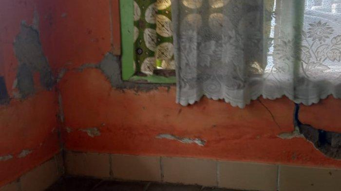 Puluhan Rumah Rusak Akibat Retakan Tanah di Kabupaten Bandung, Warga Khawatir