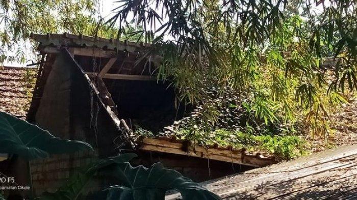 Rumah Warga Selabatu Sukabumi Ambrol Bagian Gentingnya Akibat Diguyur Hujan Deras