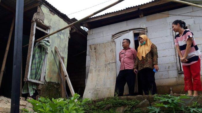 Rumah Warga Rusak Setelah Diterjang Puting Beliung di Sukabumi