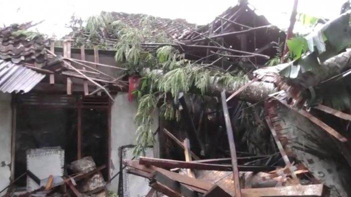 Angin Puting Beliung Terjang Sukabumi, Ratusan Rumah dan Kendaraan Rusak