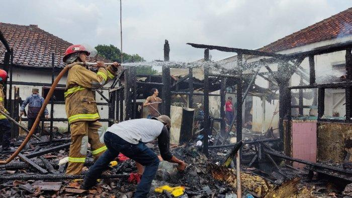 Rumah Panggung Milik Pak Sekdes di Kawali Ciamis Gosong di Siang Bolong