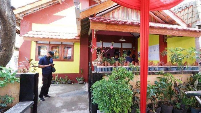 Palang Merah Indonesia (PMI) menerapkan rumah aman gempa (retrofitting) berbasis masyarakat di Kabupaten Banyuwangi, Jawa Timur.