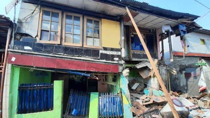 Rumah di Jakarta Timur Tiba-tiba Ambruk, Diduga Karena Proyek Galian Saluran