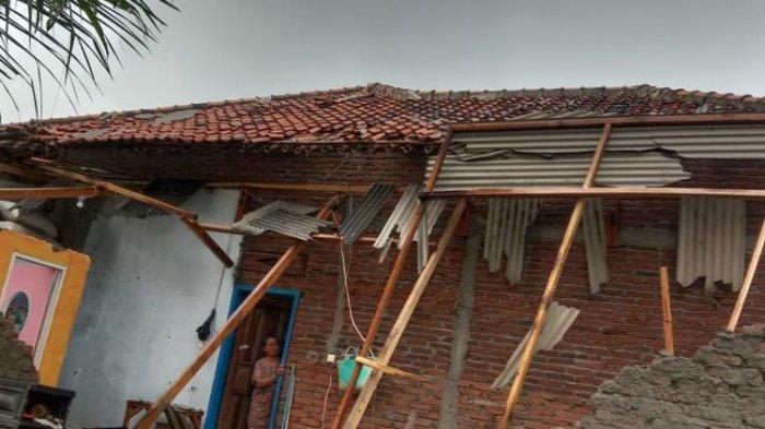 Angin Puting Beliung Sapu Permukiman Warga di Haurgeulis Indramayu, Belasan Rumah Rusak