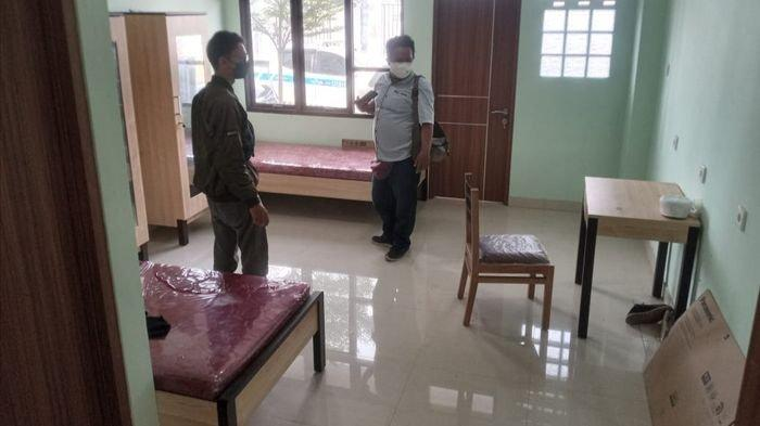 Suasana kamar Rusunawa Universitas Swadaya Gunung Jati (UGJ) di Desa Sampiran, Kecamatan Talun, Kabupaten Cirebon, Rabu (14/7/2021).