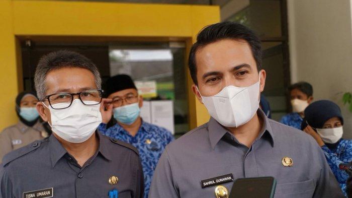 Wakil Bupati Bandung, Sahrul Gunawan, memberikan keterangan setelah meninjau stan Dinas Pertanian di Kompleks Pemda Bandung, Senin (3/5/2021).