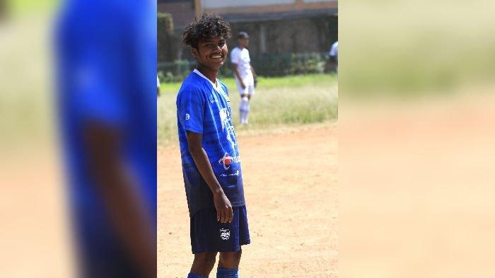Saat Idulfitri, Pemain Muda Persib Ini Malah Menyambi Jadi Petugas Keamanan di Kampungnya