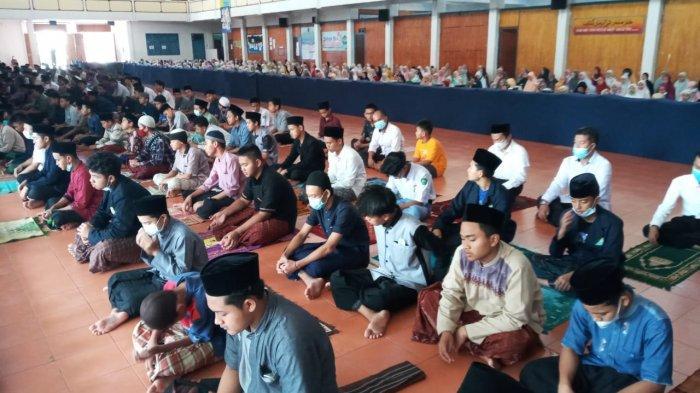 53 Awak Kapal Selam KRI Nanggala-402 Gugur, Ribuan Santri Darussalam Gelar Salat Gaib & Doa Bersama