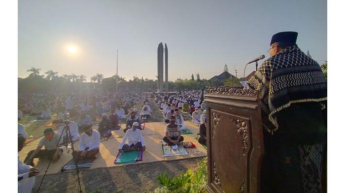 Ribuan Umat Muslim Indramayu Doa Bersama Minta Keselamatan dari Covid-19 usai Salat Idul Adha