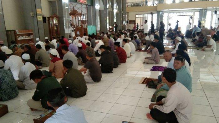Salat Jumat di Masjid Agung Kota Sukabumi Ditiadakan Sementara