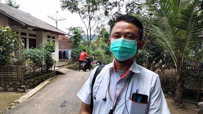 Jamal, seorang marketing mobil yang datang ke Kawungsari.