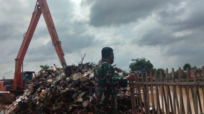 100 Ton Sampah Tutup Lubang Sypon Sungai, Penyebab Banjir di Cikampek dan Purwasari