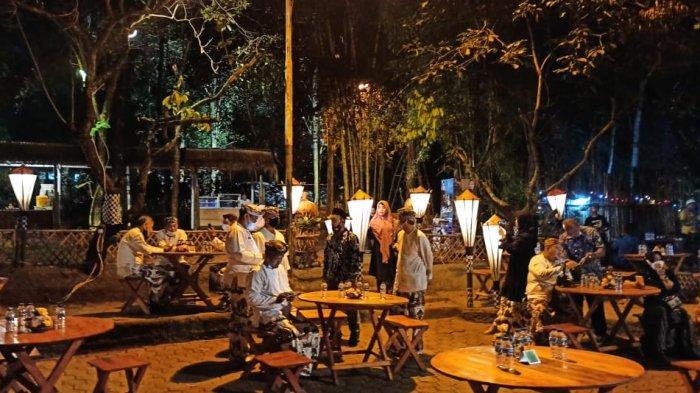 Saat Dara Cantik Nikmati Kuliner Tradisional di Kafe Bernuansa Hutan di Pusat Kota Purwakarta - santai-saja.jpg
