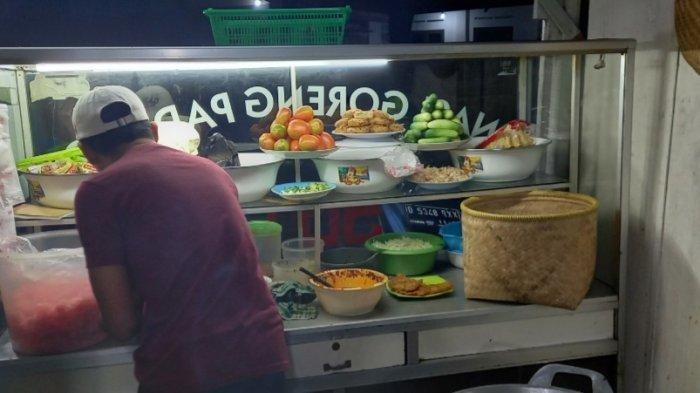 Santap Nasi Goreng Paru di Kedai Nasi Goreng Padang Bunda, Kaya Aroma Rempah dan Gurih Pedas