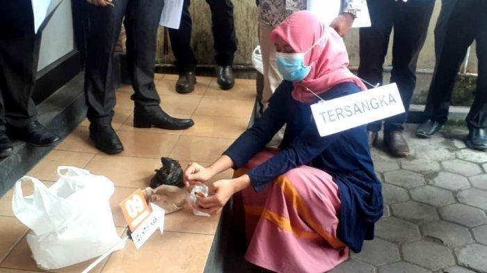 Masih Ingat Gadis Majalengka Peramu Sate Lontong Maut di Bantul? Nani Menangis saat Peragakan Adegan