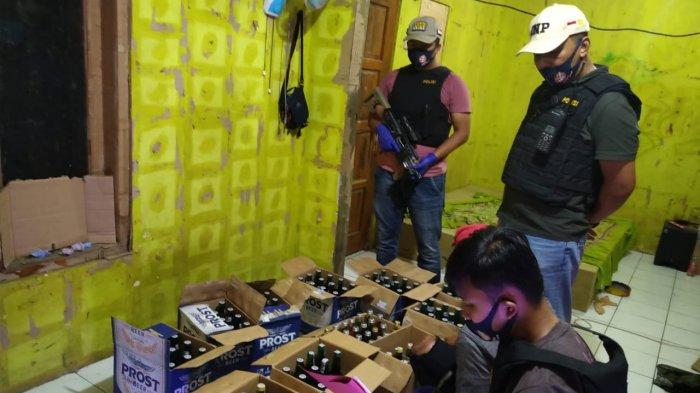 Ratusan Botol Miras Berbagai Merk Disita Satnarkoba Polres Purwakarta dari 2 Kecamatan