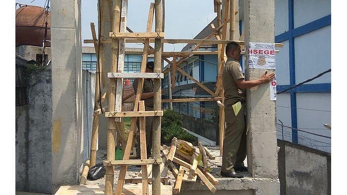 Tak Mengantongi Izin, Tower Telekomunikasi di Cimahi Disegel Satpol PP