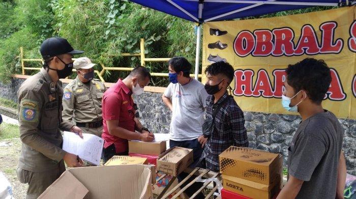 Satpol PP Sumedang Bubarkan Pedagang di Pasar Tumpah Jatinangor, 83 Orang Didenda