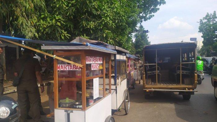 Pedagang di Pinggir Jalan Amir Machmud Cimahi Ditilang Satpol PP Kota Cimahi, Gerobak Disita