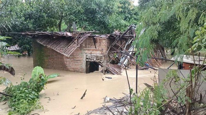 Satu Rumah di Indramayu Hancur Dihantam Luapan Sungai Cimanuk, Begini Kondisi Penghuni Rumah