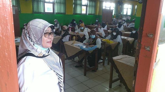 Siswa dan Guru Senang Bukan Kepalang pada Hari Pertama PTM Terbatas di Kota Bandung