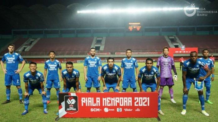 Sebelas pemain utama Persib Bandung saat melawan PS Sleman di Stadion Maguwoharjo, Sleman, Yogyakarta, Jumat (16/4/2021).