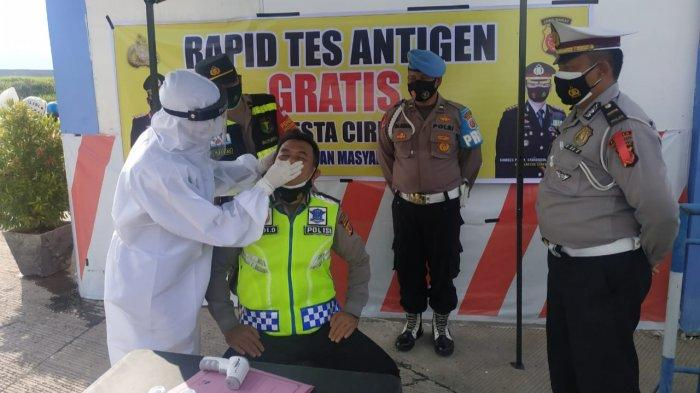 Sebelum Tugas di Rest Area KM 228 Tol Kanci-Pejagan, Petugas Polresta Cirebon Rapid Test Antigen