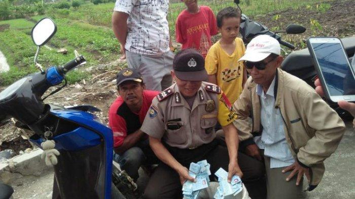 Ribuan e-KTP Tercecer di Selokan dan Sawah di Pondok Kopi, Ada yang Tersusun Rapi dalam Karung