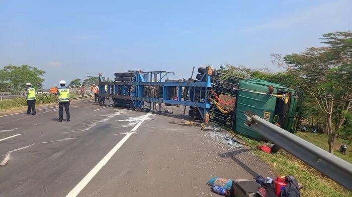 Polisi Selidiki Kecelakaan Truk Terguling di Tol Cipali, Terindikasi Bawa Pemudik ke Tegal