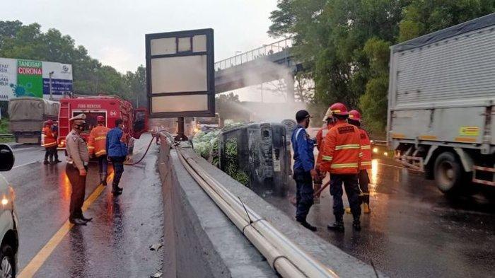 Sehari Dua Mobil Terbakar di Tol Cipularang, Mobil Kedua Sempat Patah As Roda dan Terbalik