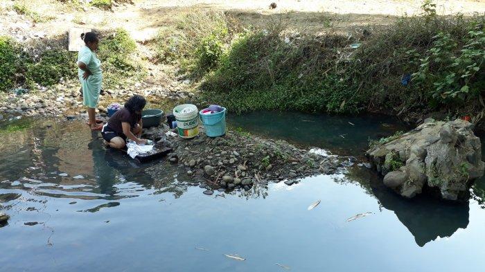 Dilanda Kesulitan Air Bersih, Warga di Paseh Manfaatkan Air Sungai