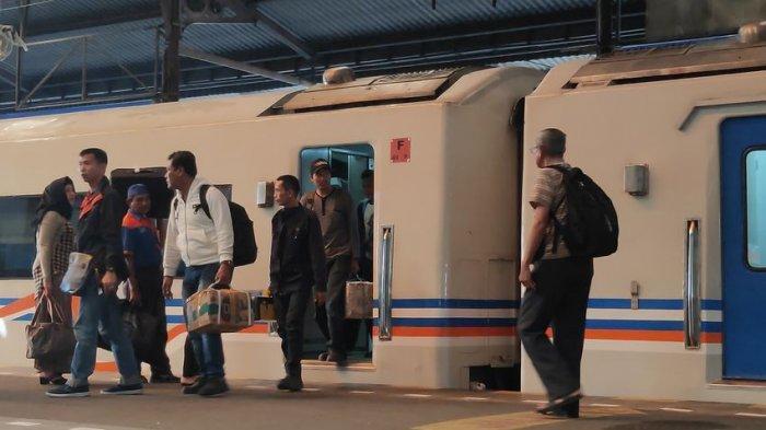 Cara Aman di Transportasi Umum saat Lonjakan Kasus Covid-19 Sedang Tinggi