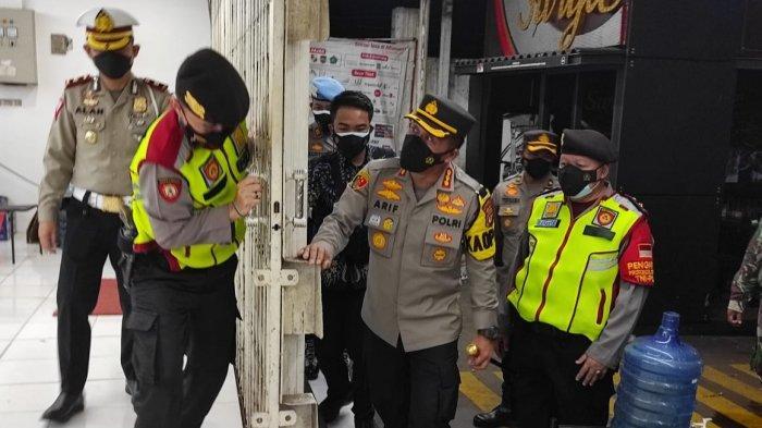 Tak Patuhi Aturan Jam Operasional PPKM Darurat, Dua Minimarket di Kecamatan Sumber Cirebon Ditutup
