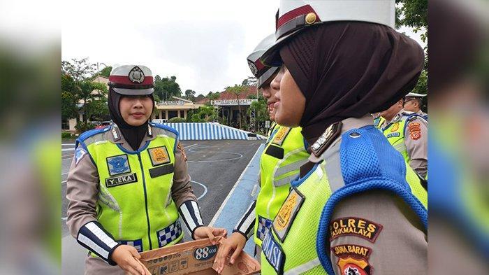 Galang Dana di Polres Tasikmalaya Rp 21 Juta, Kapolres Terharu Anggotanya Peduli Korban Banjir