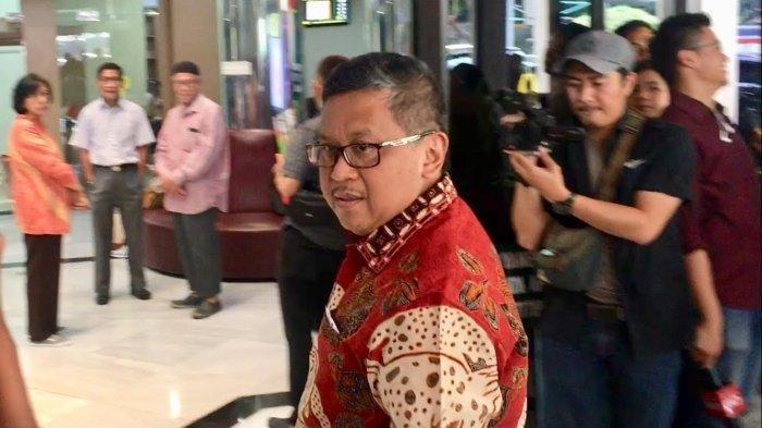 Heboh Dikabarkan Sedang Diburu KPK, Sekjen PDIP Hasto Kristiyanto Tampil di Panggung Pimpin Doa