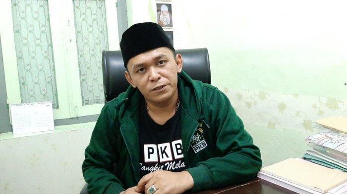 Sekretaris DPC PKB Kabupaten Cirebon, Waswin Janata, saat ditemui di DPC PKB Kabupaten Cirebon, Jalan Fatahillah, Kecamatan Sumber, Kabupaten Cirebon, Jumat (16/4/2021).