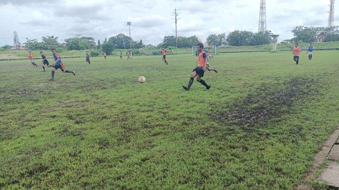 Seleksi pemain Timnas U-19 yang digelar Askab PSSI Kabupaten Indramayu di Stadion Tridaya Indramayu, Rabu (3/3/2021).