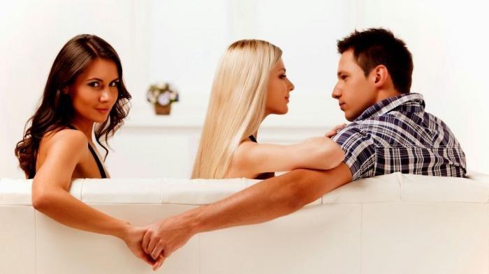Istri Nekat Berhubungan Suami-Istri dengan Oknum Polisi di Ruang Tamu, Padahal Suami Tidur di Kamar