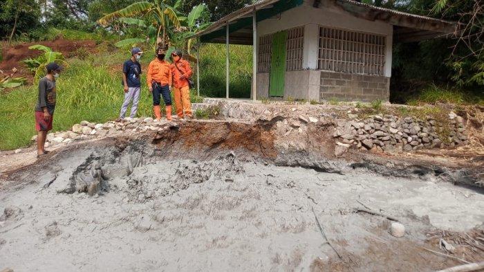 Semburan Lumpur Tiba-tiba Muncul di Cipanas Cirebon, Tercium Bau Belerang yang Menyengat
