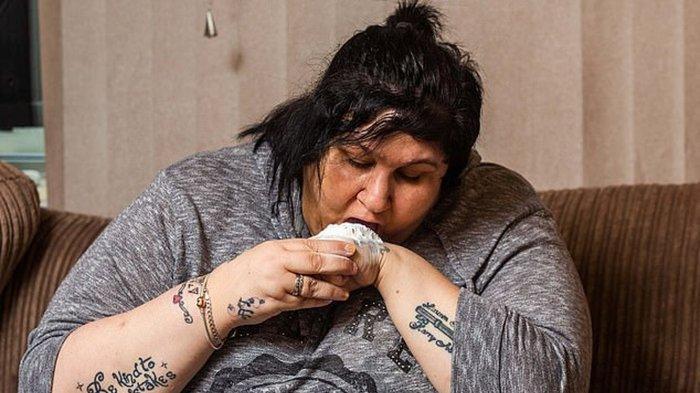 Aneh Banget, Seorang ibu Kecanduan Makan Bedak Tabur setelah Mandikan Anak, Sang Suami Akhirnya Tahu
