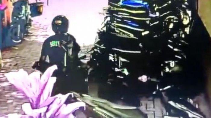 Pemilik Sedang Salat, Sepeda Motor di Puskesmas Pelabuhanratu Raib Digondol Maling Bertopi