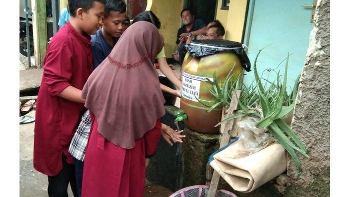 Setelah Bersihkan Lumpur Sisa Banjir, Warga Kembali Kerja Bakti Untuk Cegah Penularan Virus Corona