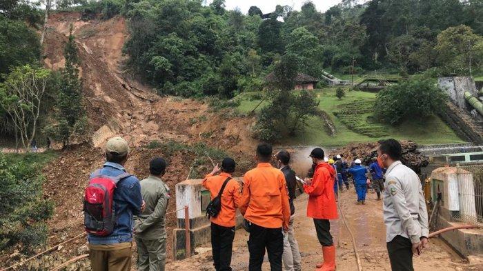 Setelah tebing setinggi 100 meter dan lebar 45 meter longsor di PLTA Pangalengan, Kabupaten Bandung, Selasa (20/4/2021), masih terdapat longsor susulan dan banjir bandang.