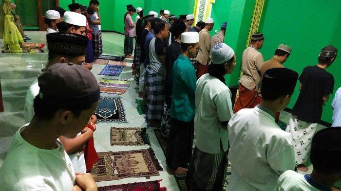 TATA CARA Shalat Tarawih Ramadhan 1442 H, Diawali Niat Ditutup Salam, Lengkap Bacaan Niat Arab Latin
