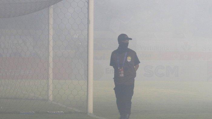 Kecewanya Robert Alberts Pada Oknum Bobotoh, Nyalakan Flare di Laga Persib Bandung vs PSS Sleman
