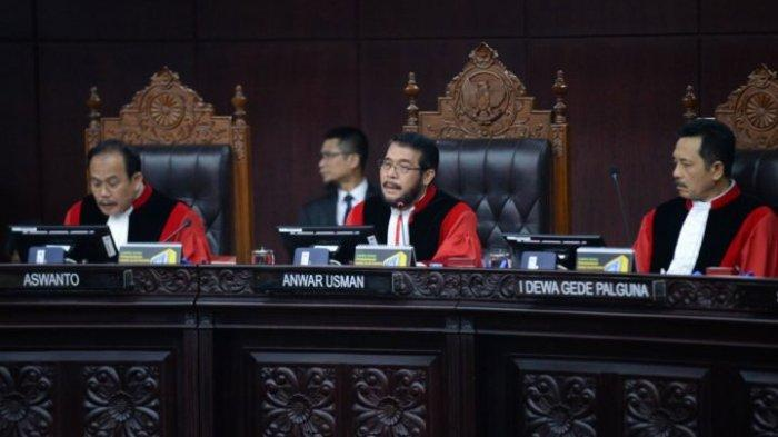 Sidang Putusan Sengketa Pilpres 2019 Belum Selesai, Sejumlah Tudingan Prabowo-Sandi Ditolak MK